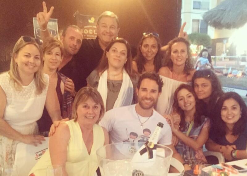 Con una cena entre familiares y amigos, así disfrutaron Angelique y Sebastián su primer día en España.