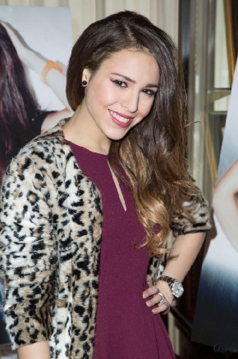 """La actriz y cantante mexicana podría protagonizar """"Saving Sara Cruz"""", remake de """"El Guardaeslapaldas"""", según reveló al diario Reforma."""