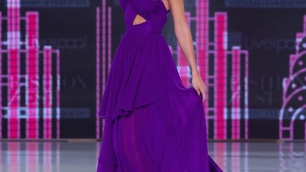 La guapa británica fue la invitada de honor este año al evento de moda de Liverpool en el que lució espectacular en diferentes diseños anoche en el Hipódromo de las Américas.