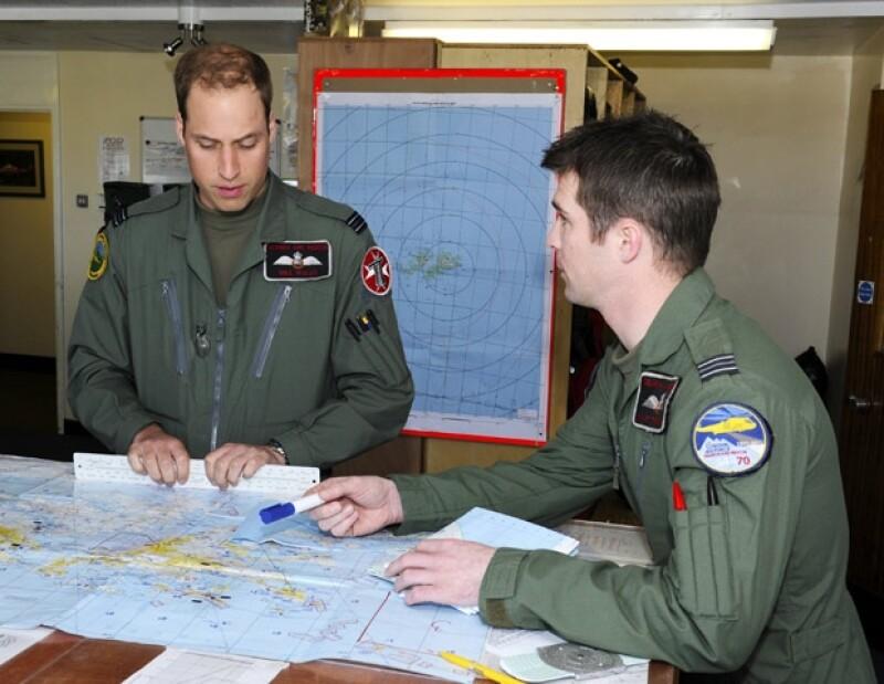 El heredo a la corona inglesa fue captado mientras maniobraba un helicóptero como parte del servicio que lleva a cabo en el Atlántico.