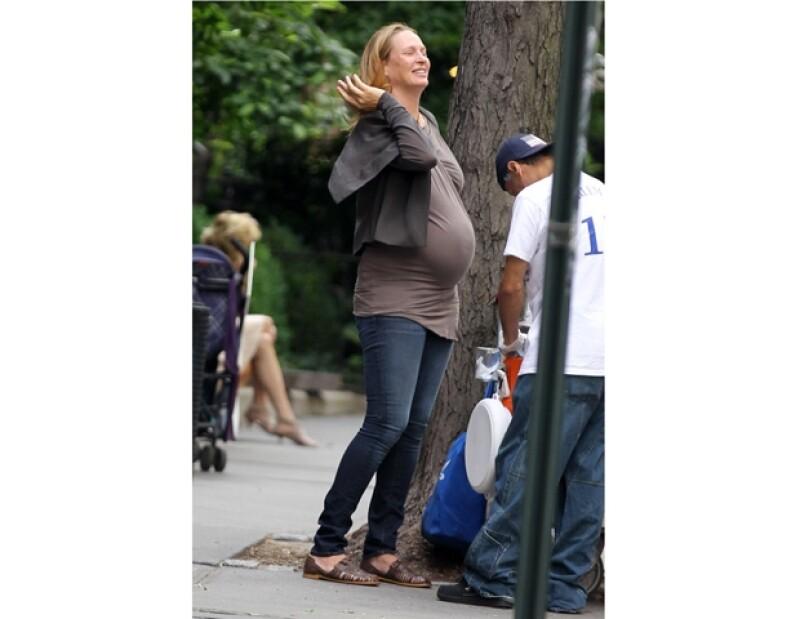 Uma salió a caminar por las calles de Nueva York, sin maquillaje.