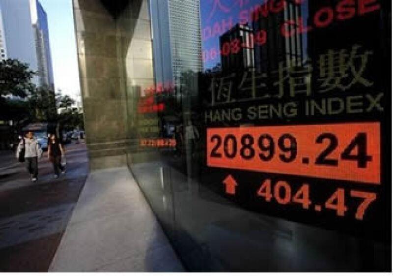 Hong Kong dejó atrás la recesión al crecer 3.3% entre abril y junio. (Foto: AP)