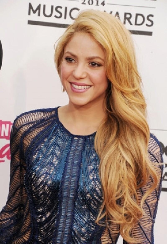 Daniela Ramos comentó en entrevista que admira a la cantante colombiana por hacer tanto por los niños y confesó ser fan de ella hace unos años.