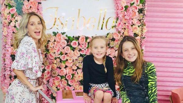 Geraldine Bazán y sus hijas.
