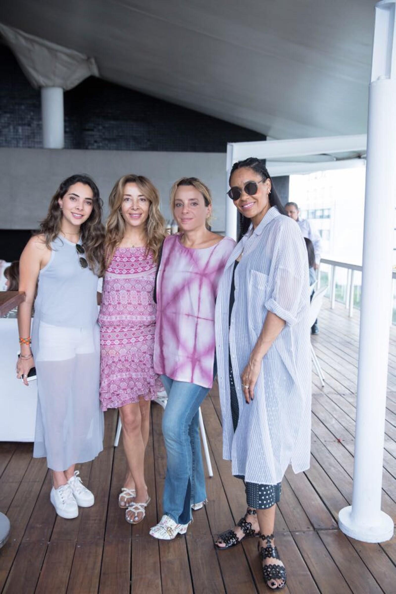Johanna, Gaby y Luisa Serna