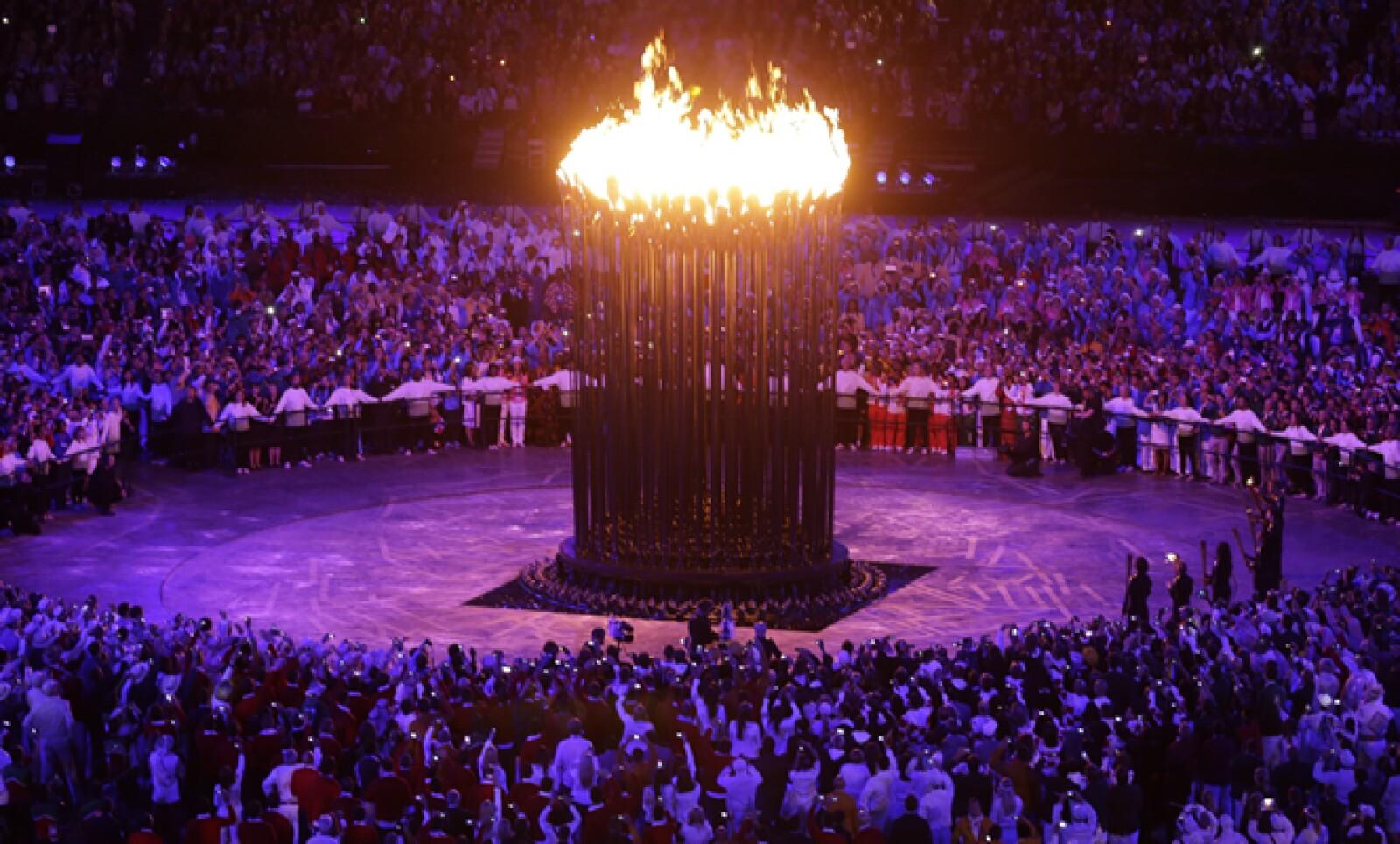 El pebetero de los Juegos Olímpicos está compuesto por 204 flamas, que representan el número de países que participan.