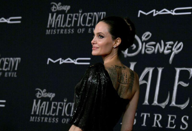 Angelina Jolie Y Su Nuevo Estilo Se Olvida Del Color Negro