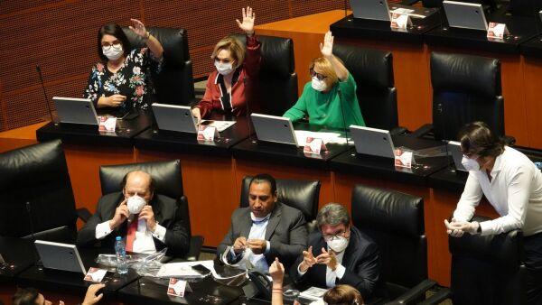 Senadores con cubrebocas