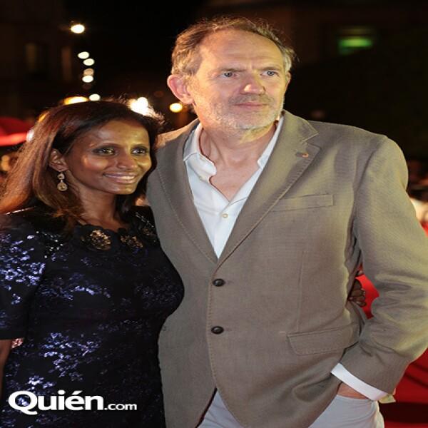 Anton Corbijn y su novia Nimi llegaron al homenaje dedicado al reconocido director.