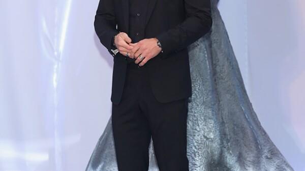 """El guapo australiano se mostró complacido por el cariño del público mexicano durante la premiere de su cinta """"In the Heart of the Sea"""", en Polanco."""