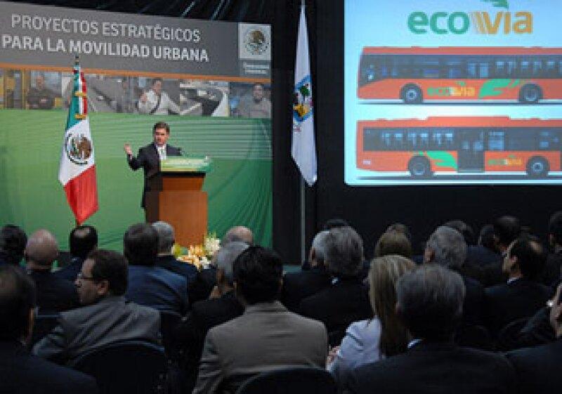 El gobernador de Nuevo León, Rodrigo Medina de la Cruz presentó el proyecto de la Ecovía. (Foto: Cortesía Gobierno de Nuevo León)