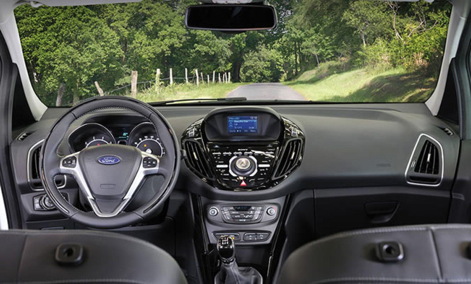 """""""El nuevo B-MAX va a innovar el segmento de vehículos familiares compactos europeo. Ningún vehículo de su clase ofrece una combinación tan atractiva de estilo, versatilidad y tecnología"""", dijo Stephen Odell, presidente y CEO de Ford Europa."""
