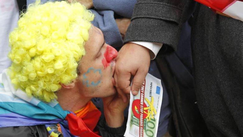 Los participantes en las protestas piden a los líderes del G20 que distribuyan mejor la riqueza.