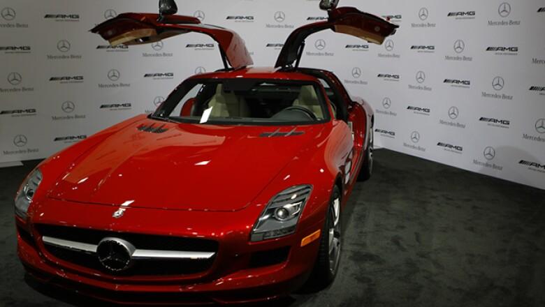 Mercedes Benz sorprendió con su modelo SLS AMG Gullwing coupe.