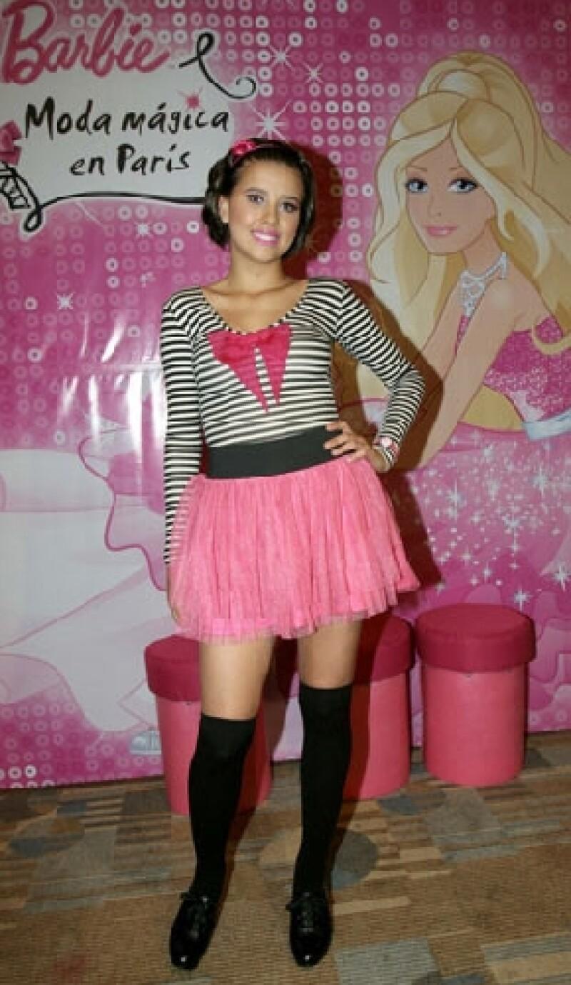 """La protagonista de la telenovela """"Niña de mi corazón"""", que ya finalizó sus transmisiones, colocó su voz en """"Un cuento de hadas real"""", tema principal del filme """"Barbie: Moda mágica en París""""."""