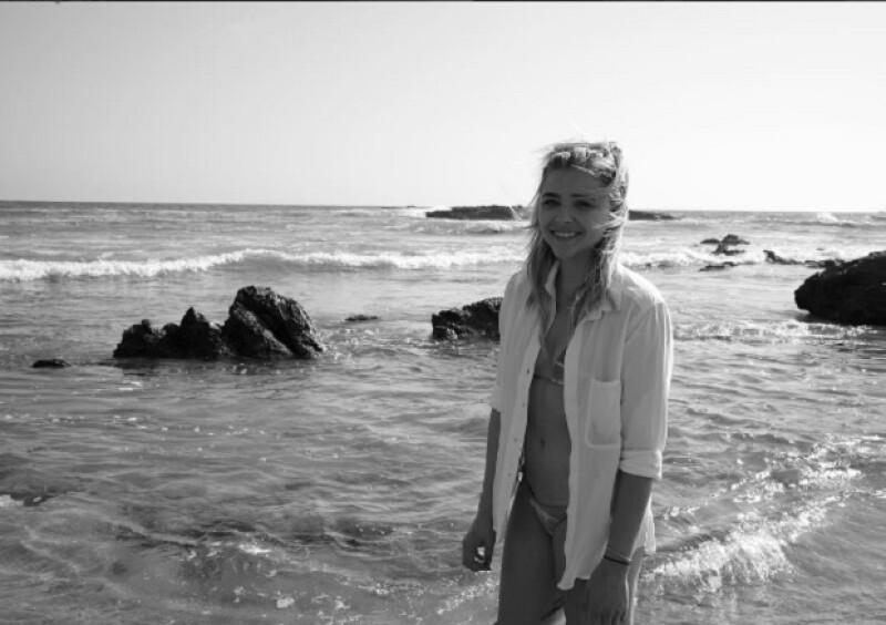 Chloë y Brooklyn estuvieron juntos en Laguna Beach, donde él le tomó una sexy foto.