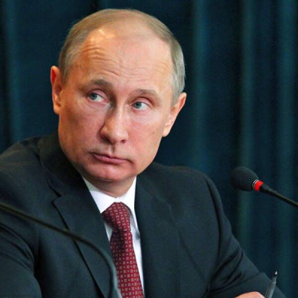 Actualmente hay casi 70,000 millones de euros en depósitos en Chipre. Un poco menos de la mitad está en manos de personas no residentes, la mayoría de las cuales serían rusos, lo que provocó la fuerte reacción del presidente Ruso, Vladimir Putin.