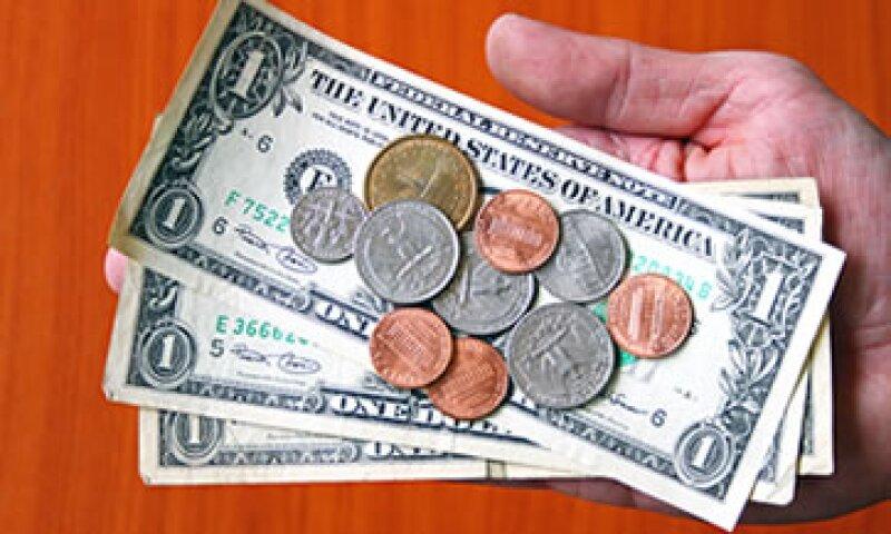 El dólar se adquiere en un mínimo de 12.41 pesos. (Foto: Getty Images)