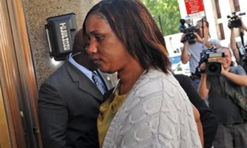 Nafissatou Diallo aseguró que Strauss-Khan huyó rapidamente del hotel luego de violarla. (Foto: AP)