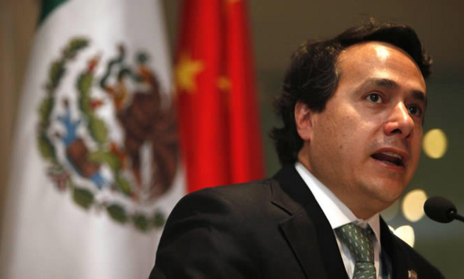 Cargo anterior: secretario de Economía con Calderón. Actividad actual: en 2010, el ingeniero Industrial y de Sistemas fue nombrado Jefe de la Oficina de la Presidencia, cargo que ya había ocupado en la administración.