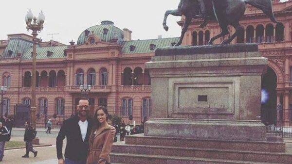 La conductora e hija del empresario Carlos Peralta se encuentra feliz disfritando de su relación con el empresario y la verdad, ¡está muy guapo!