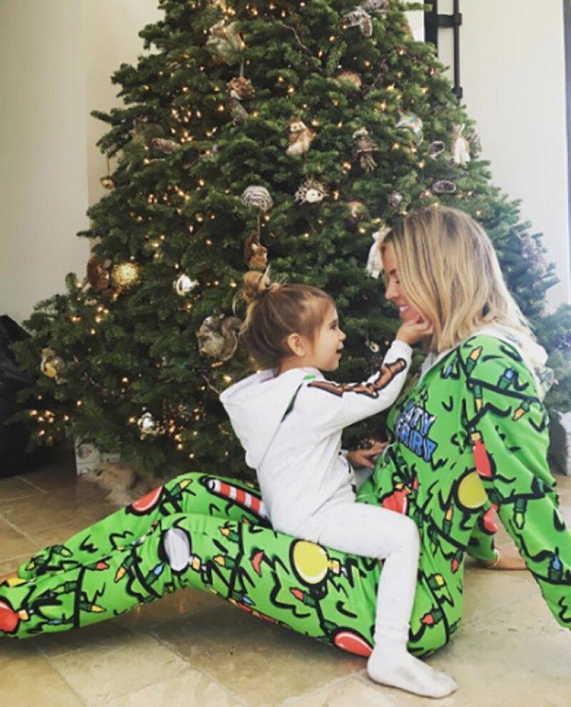 Khloé además disfrutó de los regalos con su otra sobrina, Penelope.