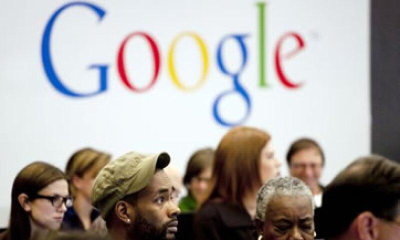 Las acciones de Google cerraron la sesión anterior con una caída de 89% a 694.37 dólares.  (Foto: AP)