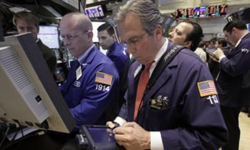 El mercado en general terminó la jornada con un modesto descenso gracias al apoyo del sector tecnológico. (Foto: AP)