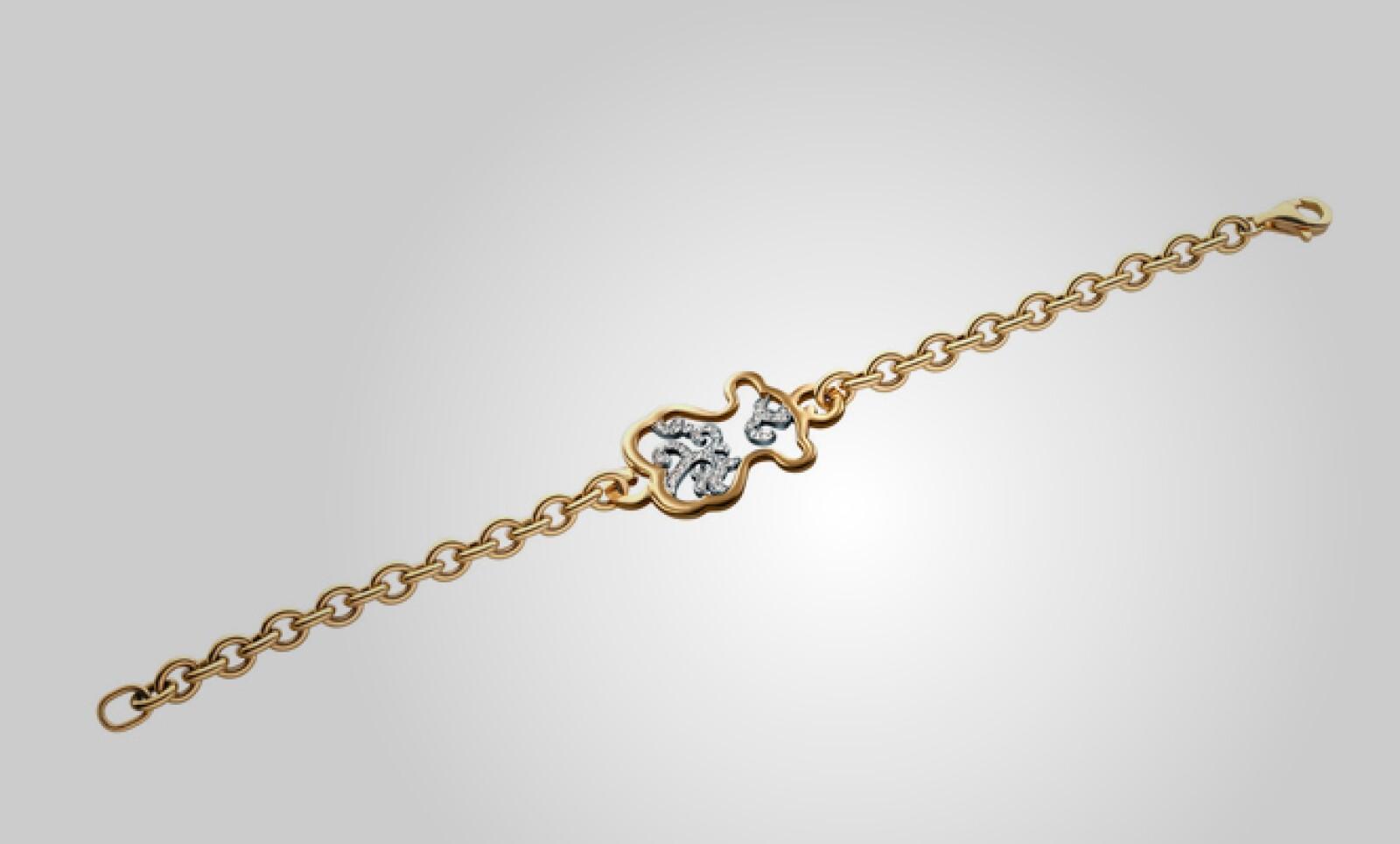 Una pulsera en oro y plata, con pequeños brillantes al centro, le da un toque diferente a tu 'outfit'.