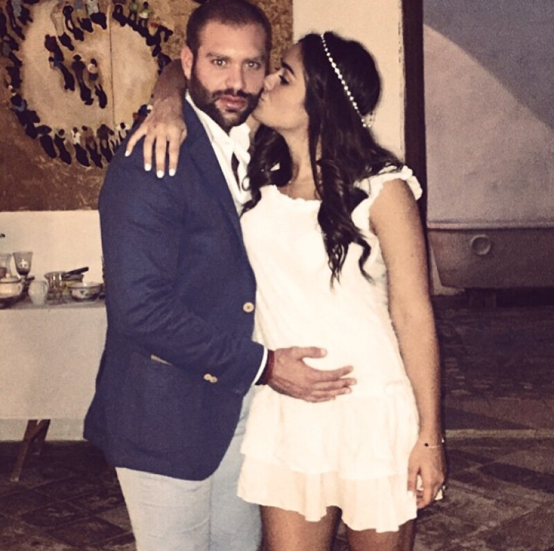 Con una tierna imagen, la comunicóloga anunció a través de Instagram que tendrá una niña al lado de su esposo Emmanuel Grey.