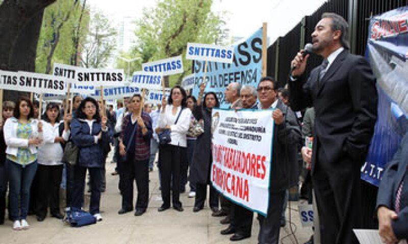 Los manifestantes de Mexicana de Aviación cerraron la circulación en la avenida Eje Central. (Foto: Notimex)