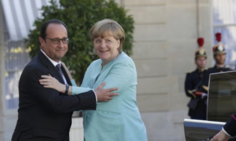 Hollande y Merkel tuvieron una reunión en el palacio del Elíseo para analizar el caso griego. (Foto: Reuters )
