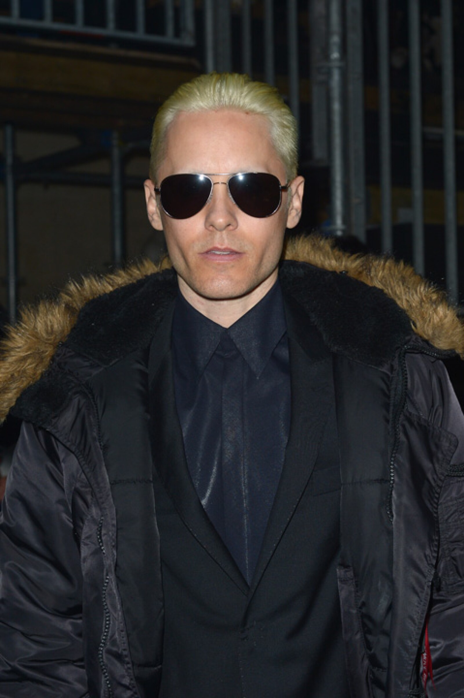 Así apareció Jared en el Paris Fashion Week Womenswear. Este cambio es por la cinta Suicide Squad que está filmando