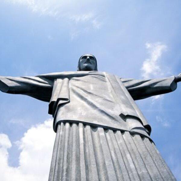 El famoso Cristo de Corcovado nos recibe en este paseo frugal por la perla de Sudamérica. Considerada la pieza de art decó más grande del mundo, fue nombrada en 2007 como una de las 7 nuevas maravillas del mundo.