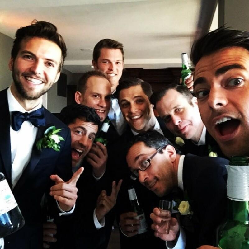 Sam Page y sus padrinos relajándose antes de la boda en Santa Bárbara.