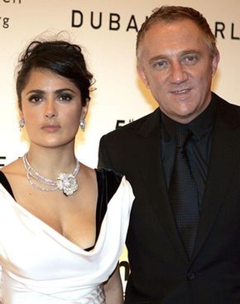 La actriz fue captada al abordar un avión junto a su hija Valentina y a su ex, Henri-Pinault.