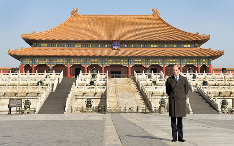 A su llegada a China, el esposo de Kate Middleton se tomó fotos de turista.