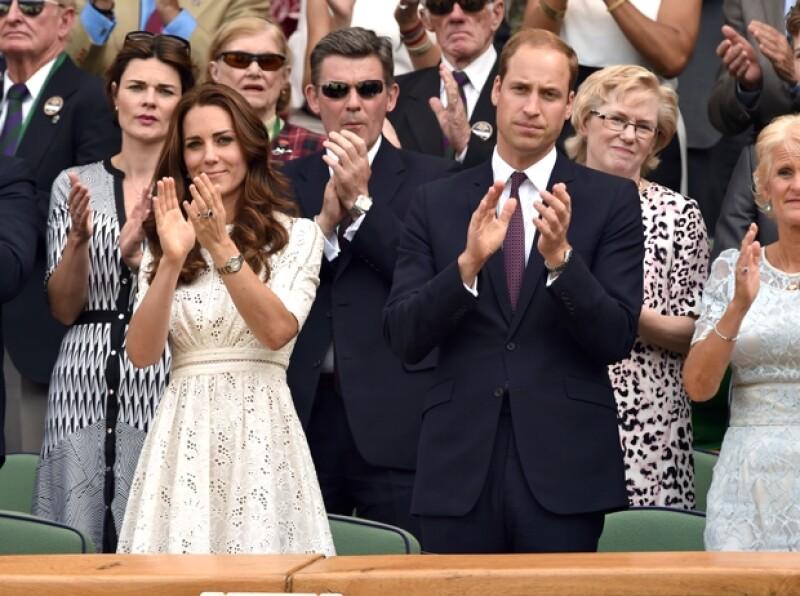 Al finalizar el encuentro, Kate y Guillermo aplaudieron respetuosamente el triunfo del búlgaro.