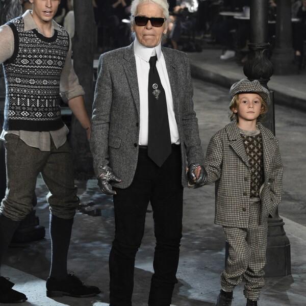 Chanel Metiers d'Art 2015/16 Fashion Show - Runway