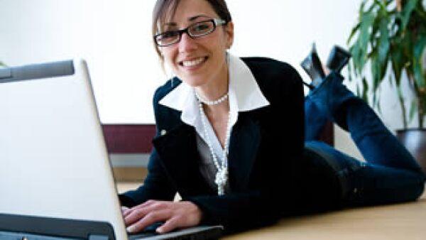 Escribir un blog puede ayudarte a destacar entre miles de candidatos a un puesto laboral. (Foto: Jupiter Images)