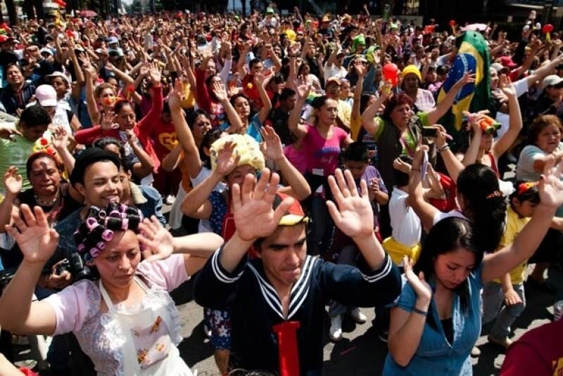 Más de 22 mil personas bailaron el domingo en una megacoreografía que es parte del homenaje América celebra a Chespirito.