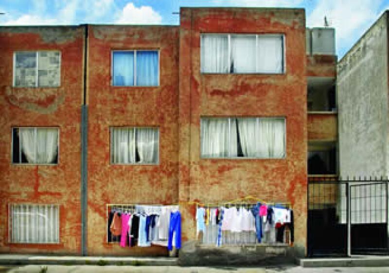 El modelo de vivienda popular mexicano se caracteriza por la repetición de las fachadas. (Foto: Jerónimo Arteaga / MONDAPHOTO)