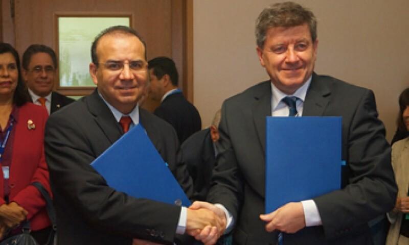 El acuerdo suscrito entre el Secretario del Trabajo, Alfonso Navarrete Prida y  el director de la OIT, Guy Ryder, es el primero en su categoría.  (Foto tomada de stps.gob.mx)