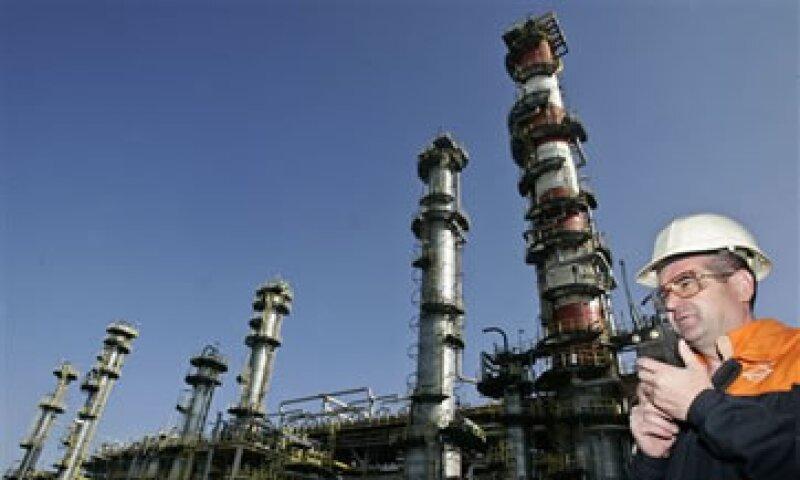 Para Pemex, obtener una participación similar a la que busca en Repsol en otra petrolera, le hab´ria costado entre 10,000 y 30,000 mdd. (Foto: AP)