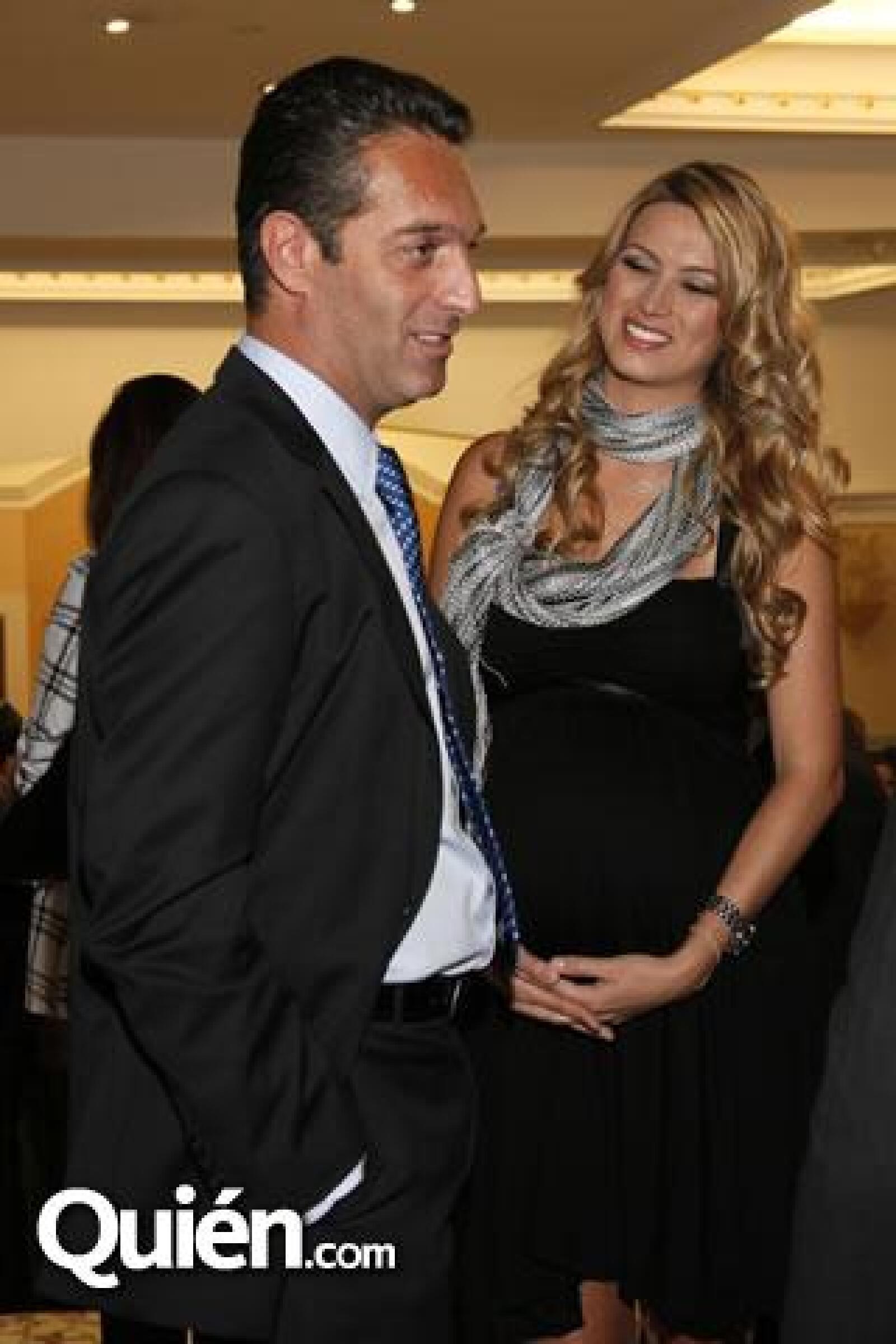 Carlos Slim Domt y María Elena Torruco en la presentación del libro de Miguel Torruco. Esta fue su última parición pública antes de dar a luz