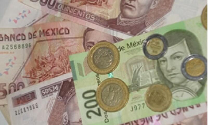 En ventanillas de bancos y casas de cambio, el peso operaba en 12.13 por dólar a la compra y en 12.63 pesos a la venta.  (Foto: Karina Hernández)