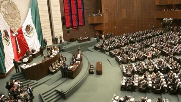 El dictamen se aprobó en lo general y en lo particular por el pleno en la madrugada de este viernes; previo a la votación, el PRI, PAN, PRD, PVEM y Panal acordaron una serie de reservas consensuadas.