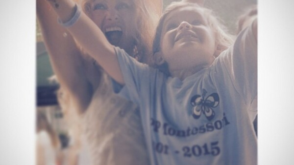 La cantante mexicana celebró el evento escolar de su primogenito y compartió una imagen del momento, en la que aparecen muy emocionados.