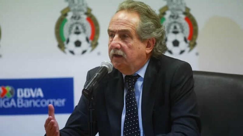 El presidente de la Liga Mx Decio de María informó que de momento Gallos Blancos de Querétaro se mantiene en la Primera División