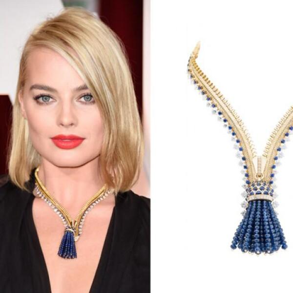 Margot llevó un impactante collar de Van Cleef & Arpels, réplica exacta de un diseño de los años cuarenta para la duquesa de Windsor. El collar está hecho con 150 dimantes y 300 zafiros en una base en oro de 18 quilates (y un costo de 1.5 millones de dólares aproximadamente).